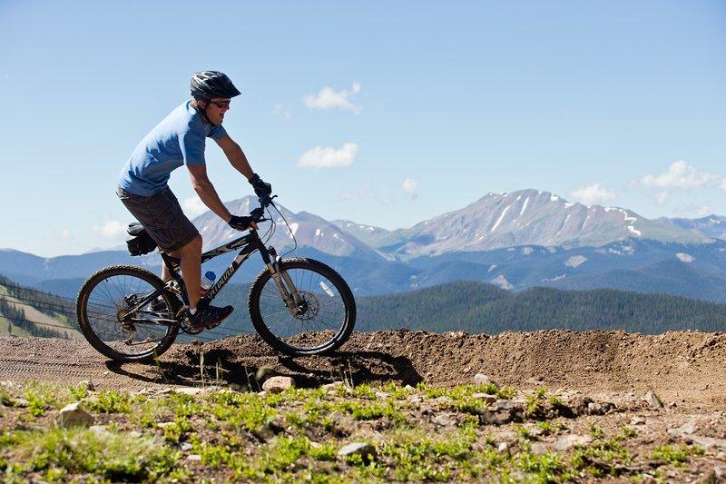 Les montagnes Rocheuses du Colorado sont une incroyable expérience de vélo de montagne!
