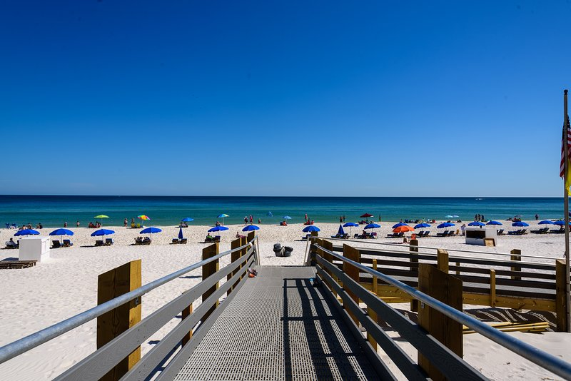 WOW Phoenix condo! Upscale decor! Sparkling ocean views!Beachfront, alquiler de vacaciones en Orange Beach