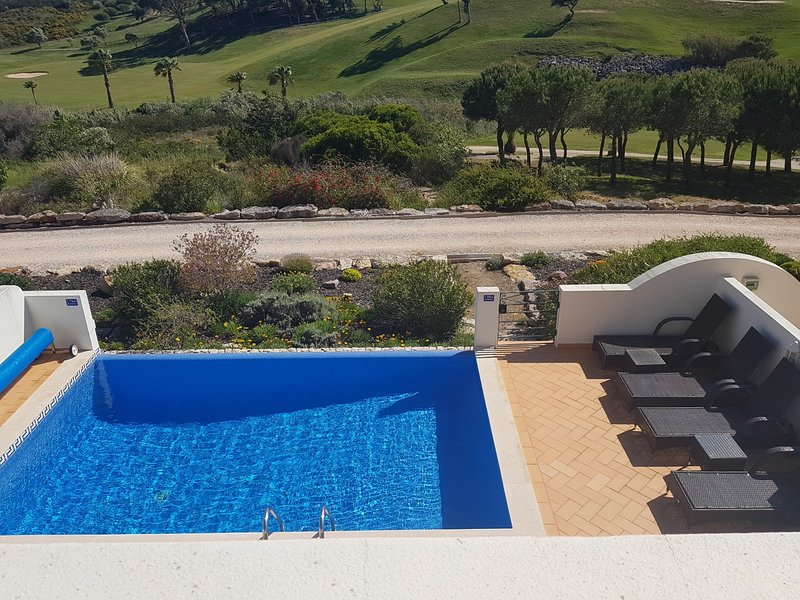 Stunning 3 bed villa with pool- Golf & Beach, holiday rental in Budens