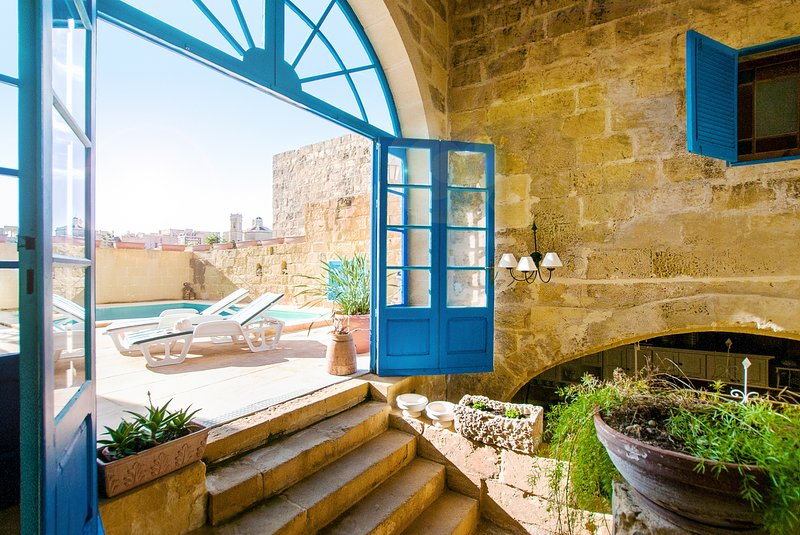 Charming old House with Pool, holiday rental in Gharb