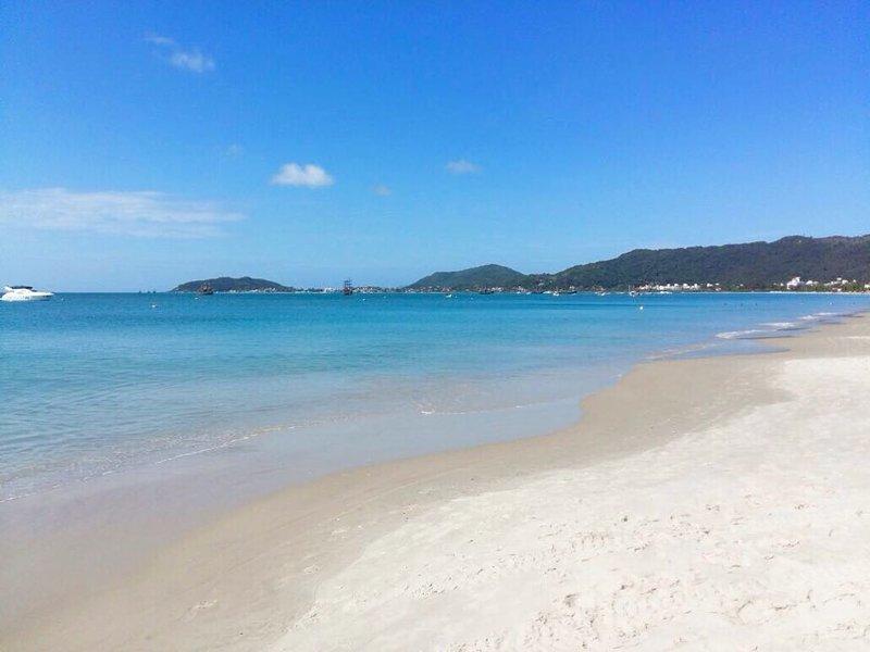 Spiaggia, reparto sorgere del sole.
