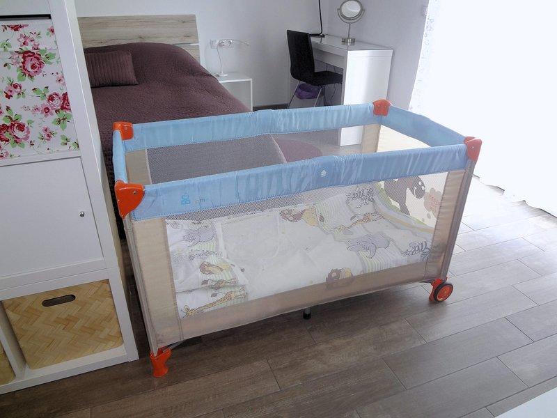 Die Wohnung ist familienfreundlich und ein Kinderbett und Hochstuhl ist auf Anfrage kostenlos zur Verfügung.