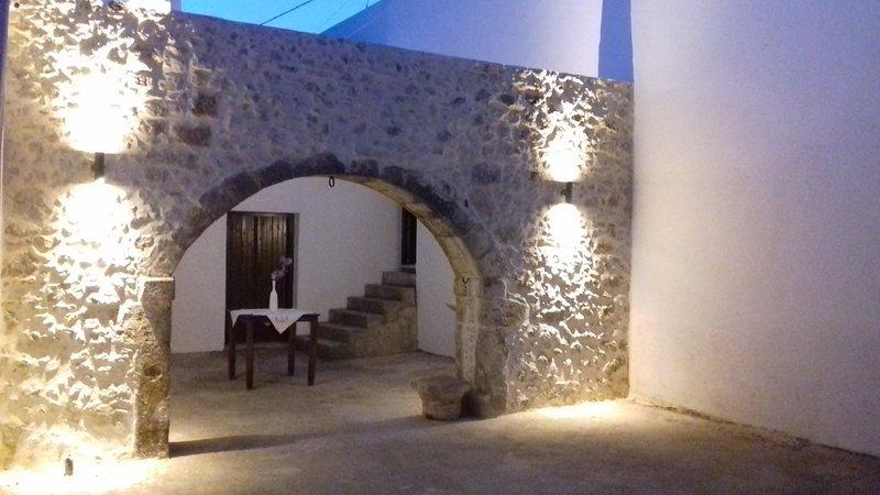 Stone house in Asteri, location de vacances à Asteri