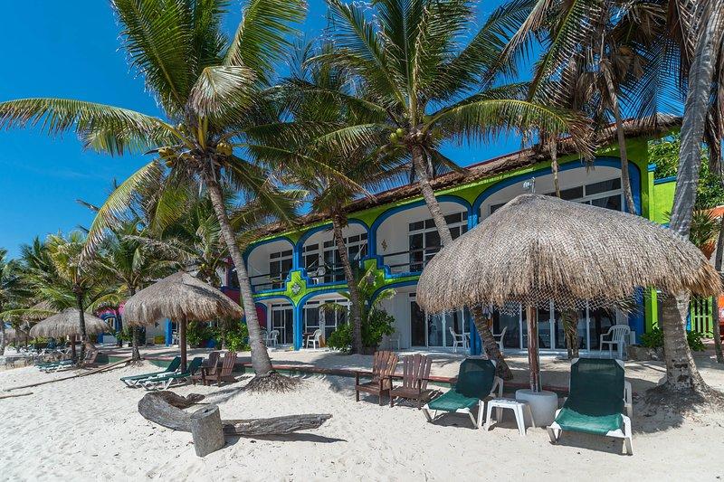 Del Sol 2 Bedroom Beachfront Condo, vacation rental in Akumal
