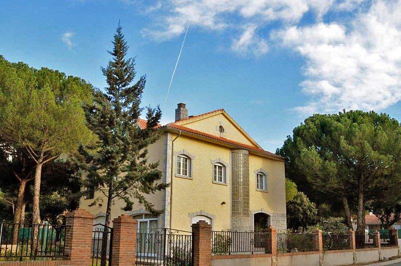 Casa Rural 'El Capricho de Navares', holiday rental in Vega de Santa Maria