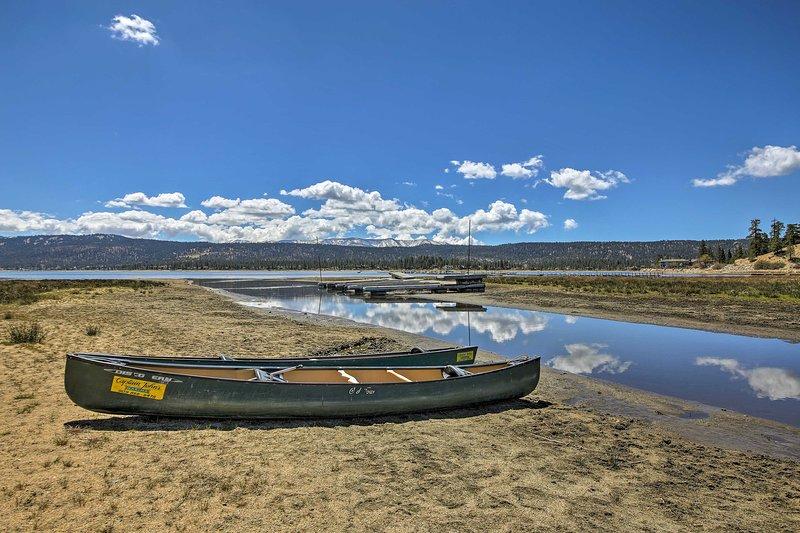 Sentado a pocos pasos de Big Bear Lake esta cabina para 2 no puede ser vencido.