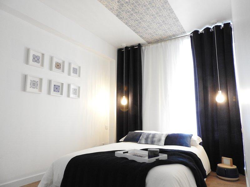 Lisbon Airport Suites - Tiles Bedroom, alquiler de vacaciones en Prior Velho