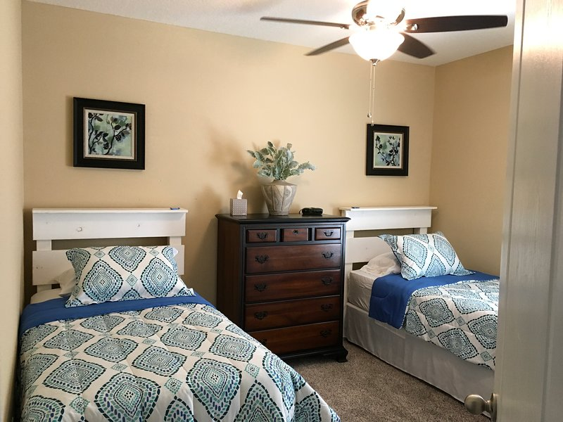 3 Rd Quest Bedroom with 2- single beds