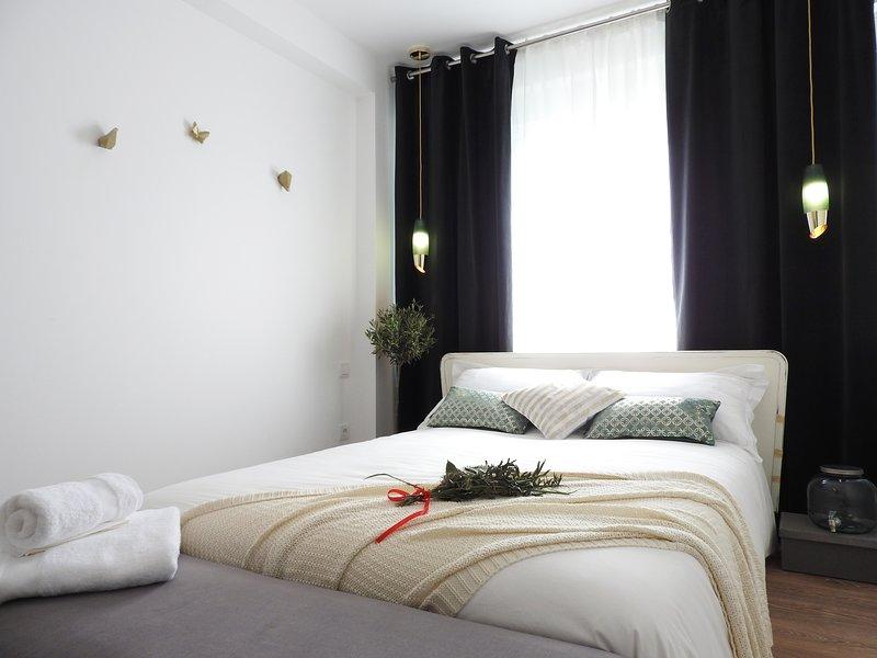 Lisbon Airport Suites - Olive Oil Bedroom, alquiler de vacaciones en Prior Velho
