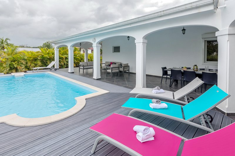 Superbe villa avec Piscine et Jardin, holiday rental in Goyave