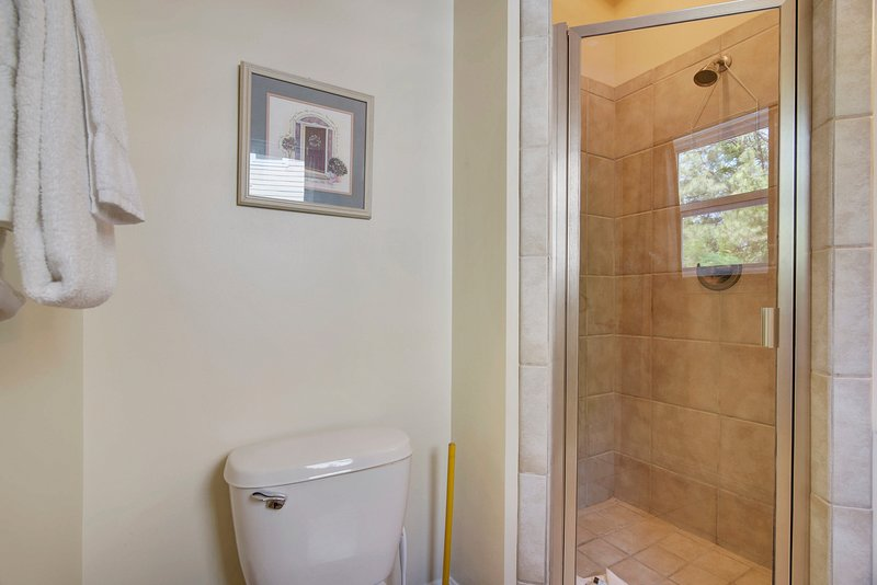 Pelican's Perch 508A-Bathroom en MIL Suite