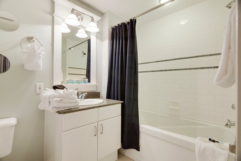 Grand Panama 1806-Shared bathroom
