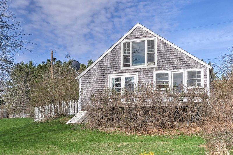 ¡Esta casa de campo costera tiene el encanto del siglo XVIII con todos los elementos esenciales modernos!