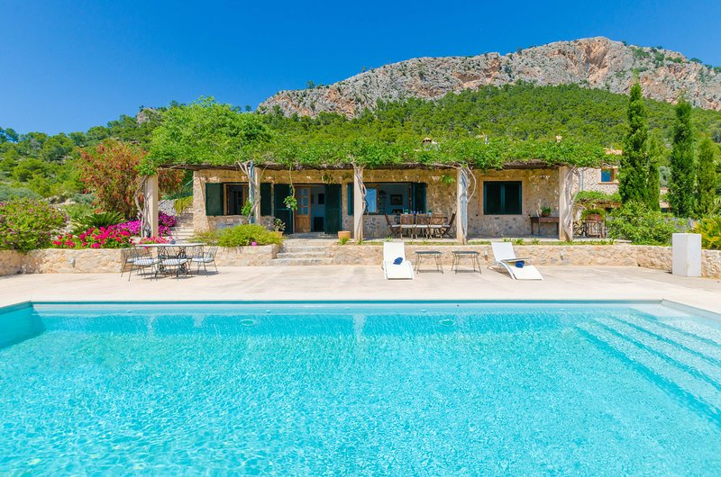 CAS GARRIGUER - Villa for 6 people in Andratx, holiday rental in Santa Ponsa