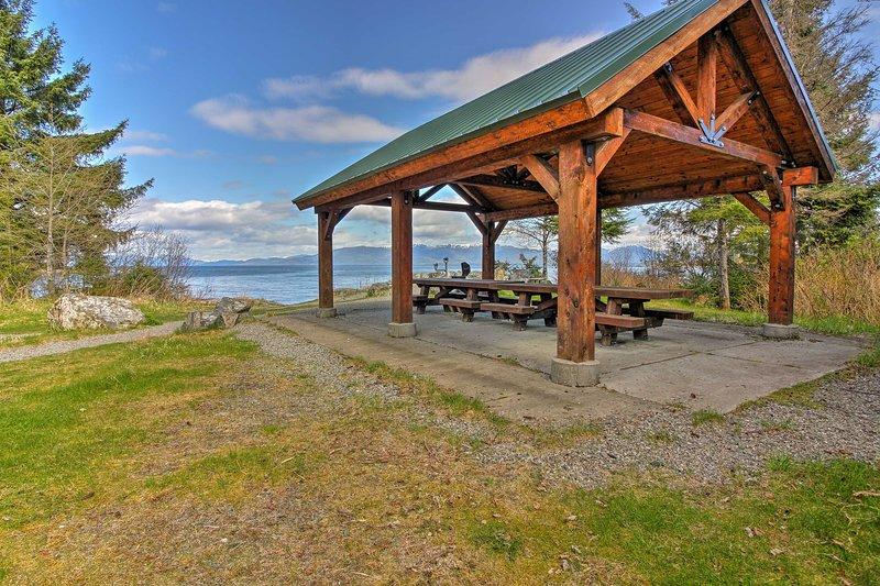 Confezione un picnic per gustare ai tavoli della comunità.