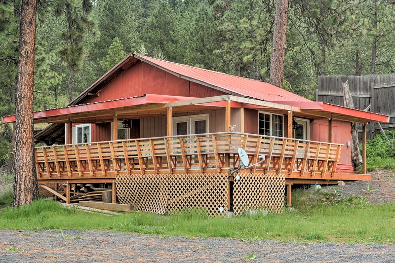 Up to 4 travelers will enjoy a peaceful stay at this vacation rental cabin!