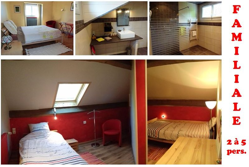 "Room ""Family"" of 2 to 4 people, 88 to 128 €, breakfast included."