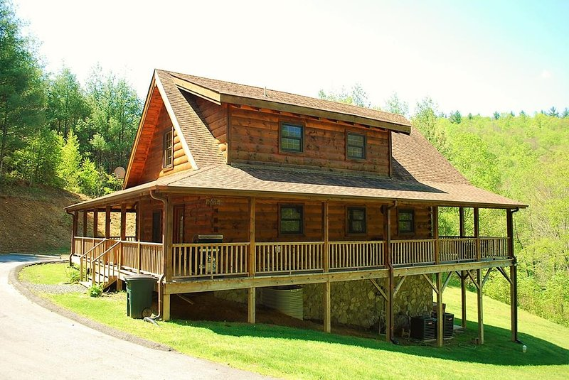 A New Outlook-Hot Tub, Pet Friendly, WIFI, Foosball, Fireplace, holiday rental in West Jefferson