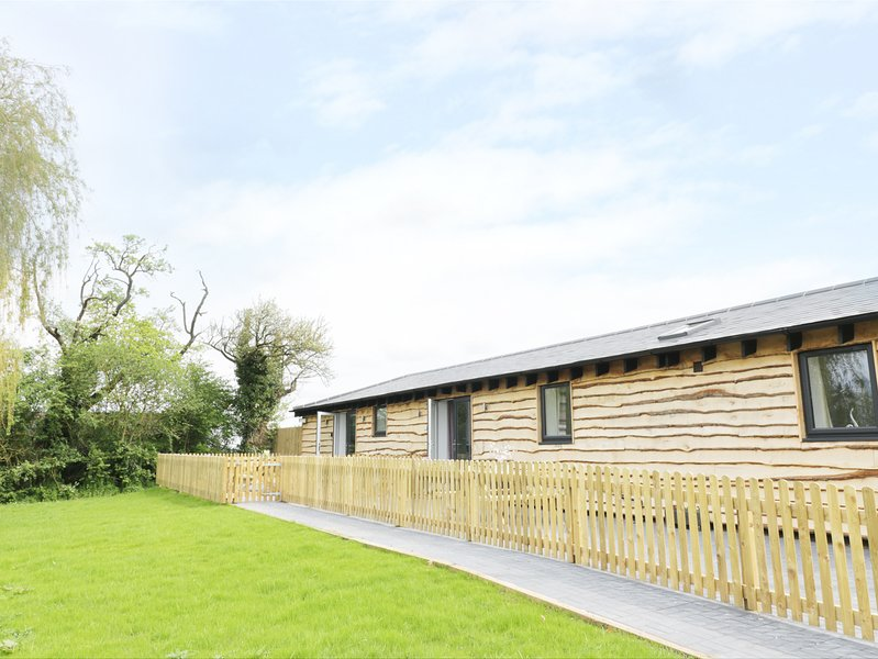 Willow Lodge, open-plan, enclosed garden, countryside, Ref. 973914, holiday rental in Offenham