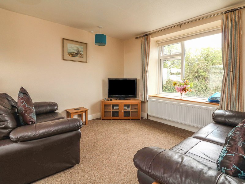 HILLYMOUTH, pet-friendly apartment, garden, games room, in Lincombe near, holiday rental in Ilfracombe