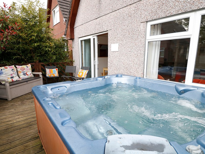 DARTMOOR VALLEY LODGE, four bedrooms, hot tub, on-site facilities, on holiday, holiday rental in Callington