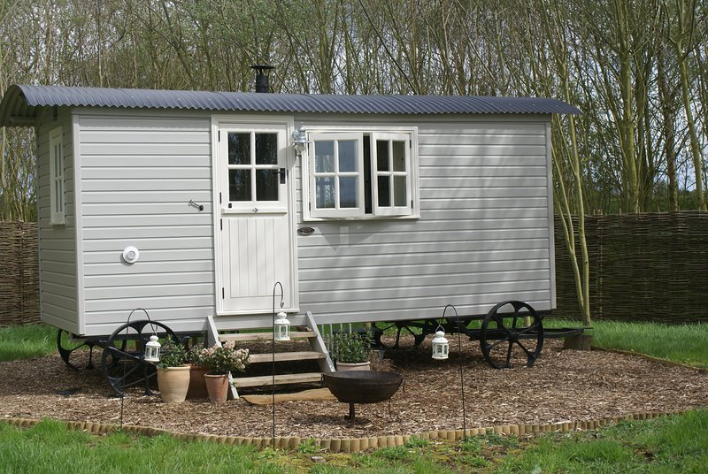 The Woodland Hut at Swallow's Nest, holiday rental in Brandesburton