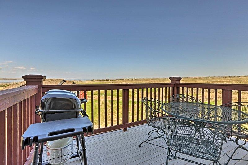 Disfrutar de las vistas panorámicas del lago desde el balcón privado!