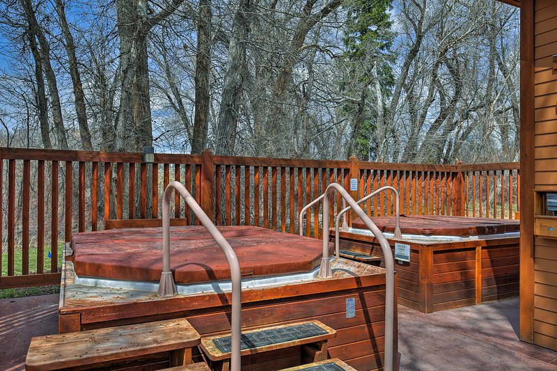Enjoy access to 2 community hot tubs!
