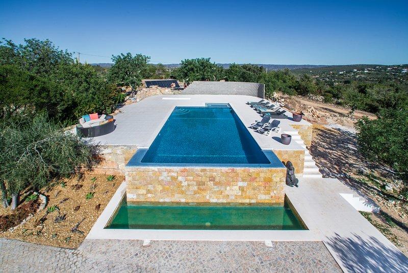 Stunning panoramic sea views, Luxury 4 bedroom villa located 5 minutes - Loulé, location de vacances à Querenca