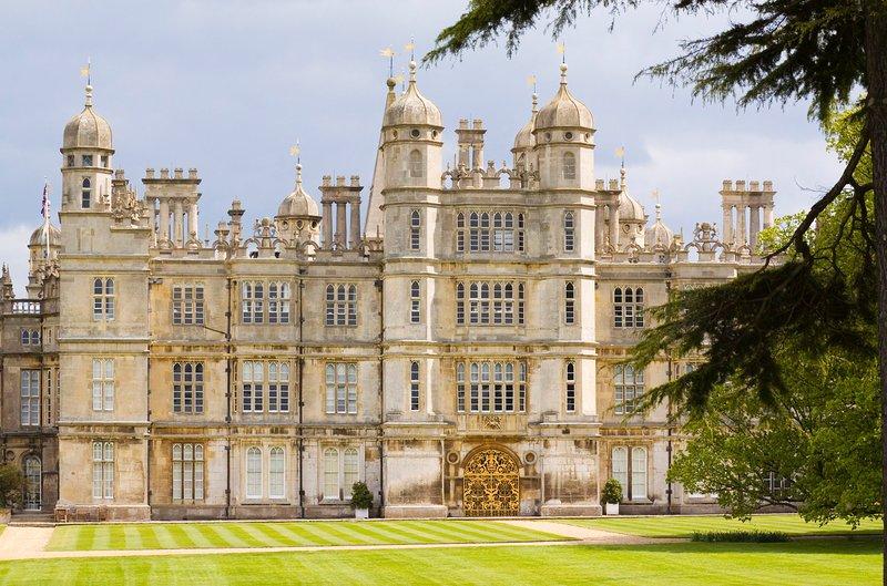 Burghley House-designad av William Cecil, Lord High Kassör till Drottning Elizabeth I