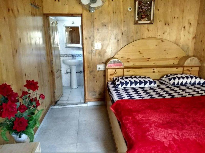 Parvati View Homestay  Bedroom 1, holiday rental in Bhuntar