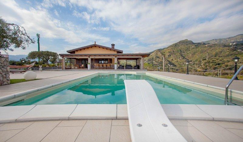 Taormina-Bruderi Country Villa with Pool Sea View, vacation rental in Trappitello