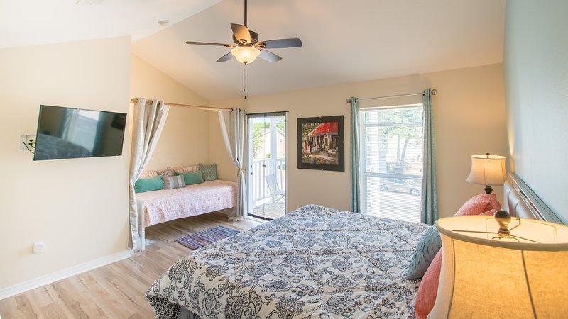 Desfrutar de um sono de sonho incrível sobre a nova cama king size com colchão confortável