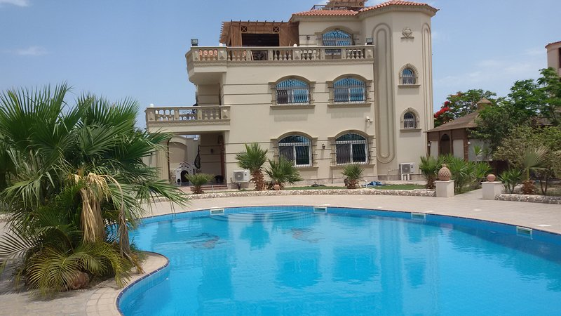 DREAM VILLA in Hurghada/Egypte  5 bedrooms, 4 bathroom. Suitable for 10 person, vacation rental in Hurghada