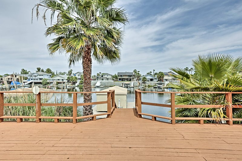 Prime Waterfront Discovery Bay Home w/Patio & Dock, holiday rental in Discovery Bay