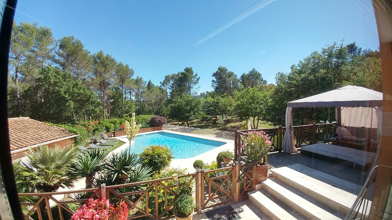 Villa Victoria, guest house, heated pool and secure, noùbreux games and spaces