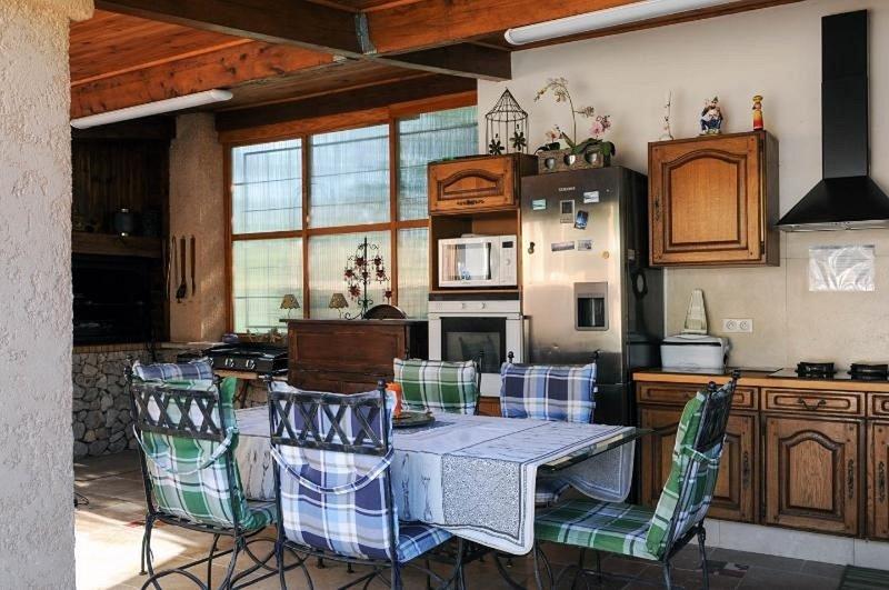 Common area.Summer kitchenen