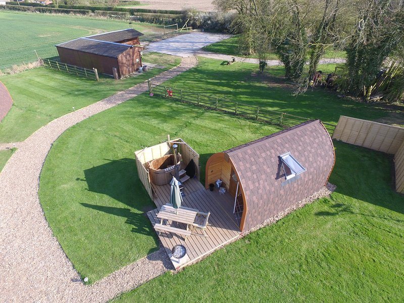 Bracken Burrows, Tommy PREMIER XL GLAMPING POD in the heart of East Yorkshire, holiday rental in Bainton