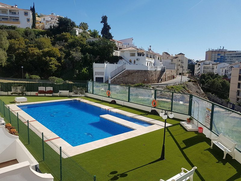 Modern 2 bedroom, 2 bathroom, Sleeps 6, sea view, near beach, internet, Malaga, holiday rental in Fuengirola