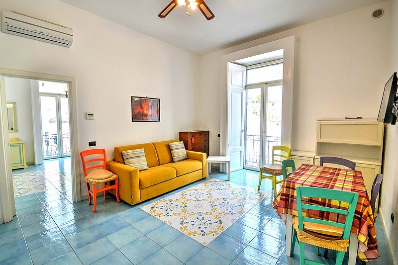 Vietri sul Mare Villa Sleeps 3 with Air Con and WiFi - 5625885, holiday rental in Benincasa