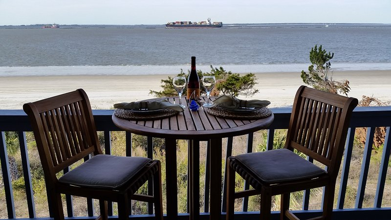 TYBEE ISLAND - Beachfront Affordable WIFI, holiday rental in Tybee Island