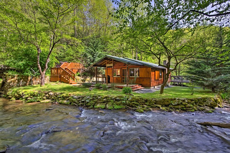 Bryson City Cabin w/ Fire Pit on Coopers Creek!, holiday rental in Bryson City
