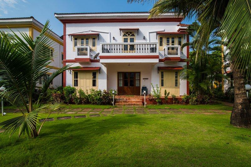 VILLA ANAND(4 Bedroom Villa), vacation rental in Cavelossim