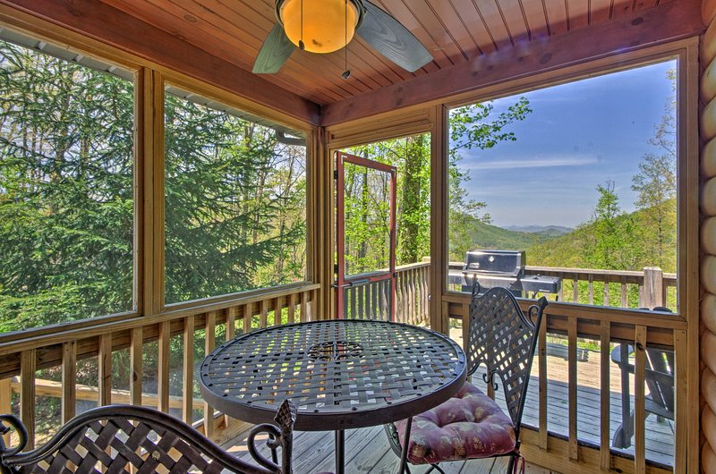 Discover 'Paradise Found,' a 2-bed, 3-bath vacation rental cabin in Bryson City!