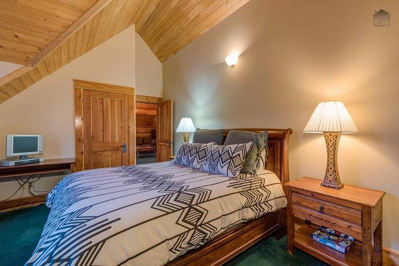 Förderhöhe bis Level 4 für Gäste-Schlafzimmer 3, mit einem Queen-Size-Bett.