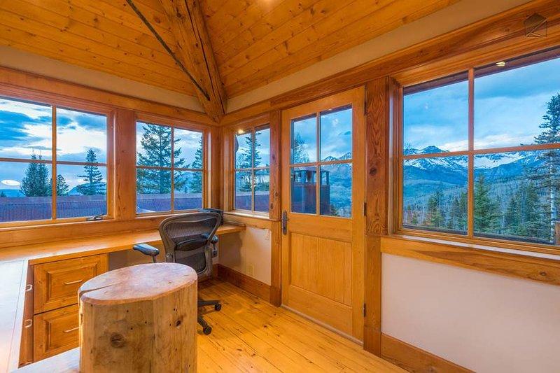 Wenn Sie einige Arbeit während des Urlaubs tun müssen, gibt es keinen besseren Ort als die fünfte Etage Büro.