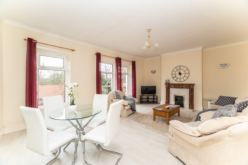 Perfect Family Home, Close to Seaside, Lawe Rd, location de vacances à Whitley Bay