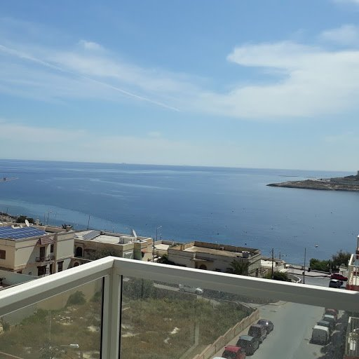 Lovely Sea View apartment with large front terrace at Qawra point, holiday rental in Qawra