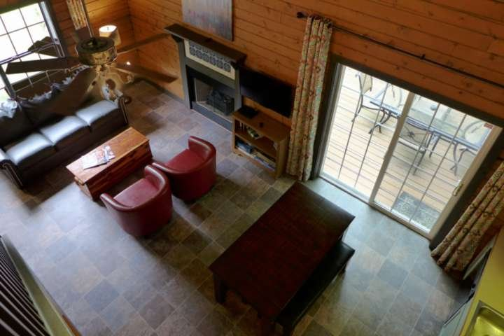Cabin In The Woods, but still near all Branson activities. Dead-end street. +Sec, holiday rental in Branson