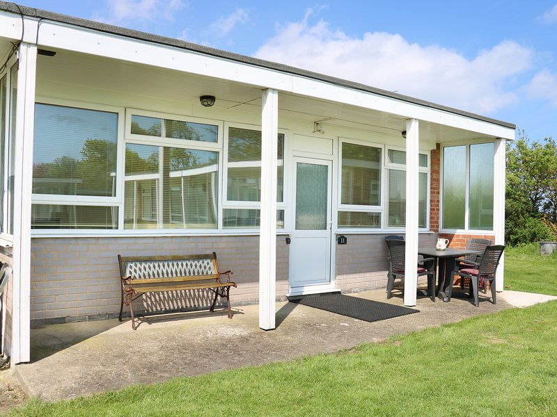 11 SEAWARD CREST, pet-friendly, shared grounds, short walk to beach, Mundesley, holiday rental in Mundesley
